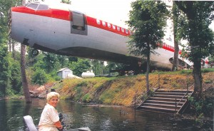 JoAnn Ussery and her airliner home, on the shores of Lake Whittington in Mississippi.