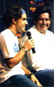 Fernando Alonso, the Spanish driver for Renault's F1 team, and Bob Varsha, the lead commentator for the Speed Channel, discuss the sport with a Grand Prix Tours audience.