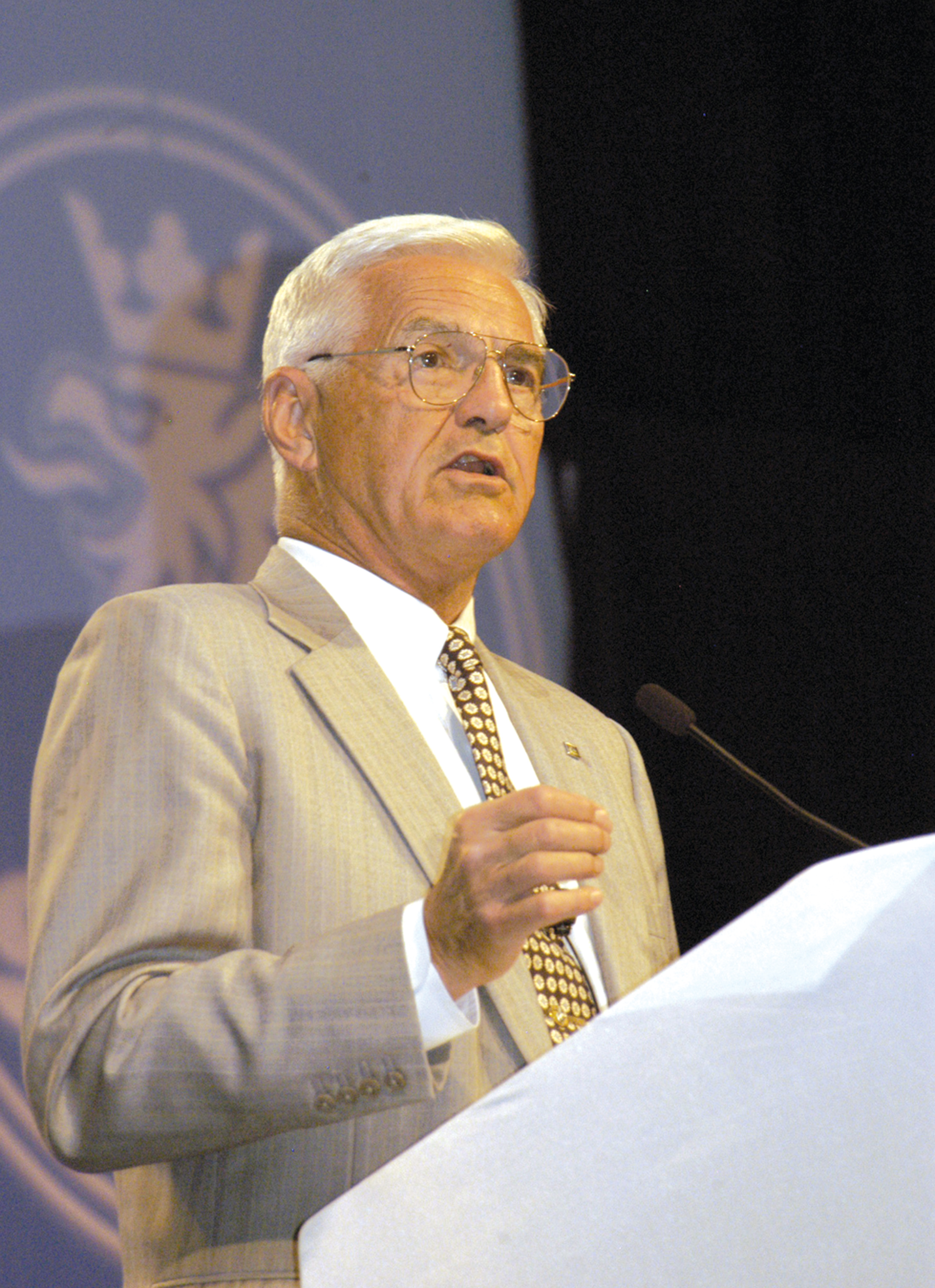 GM's Bob Lutz Sets the Record Straight at AutoVenture 2005