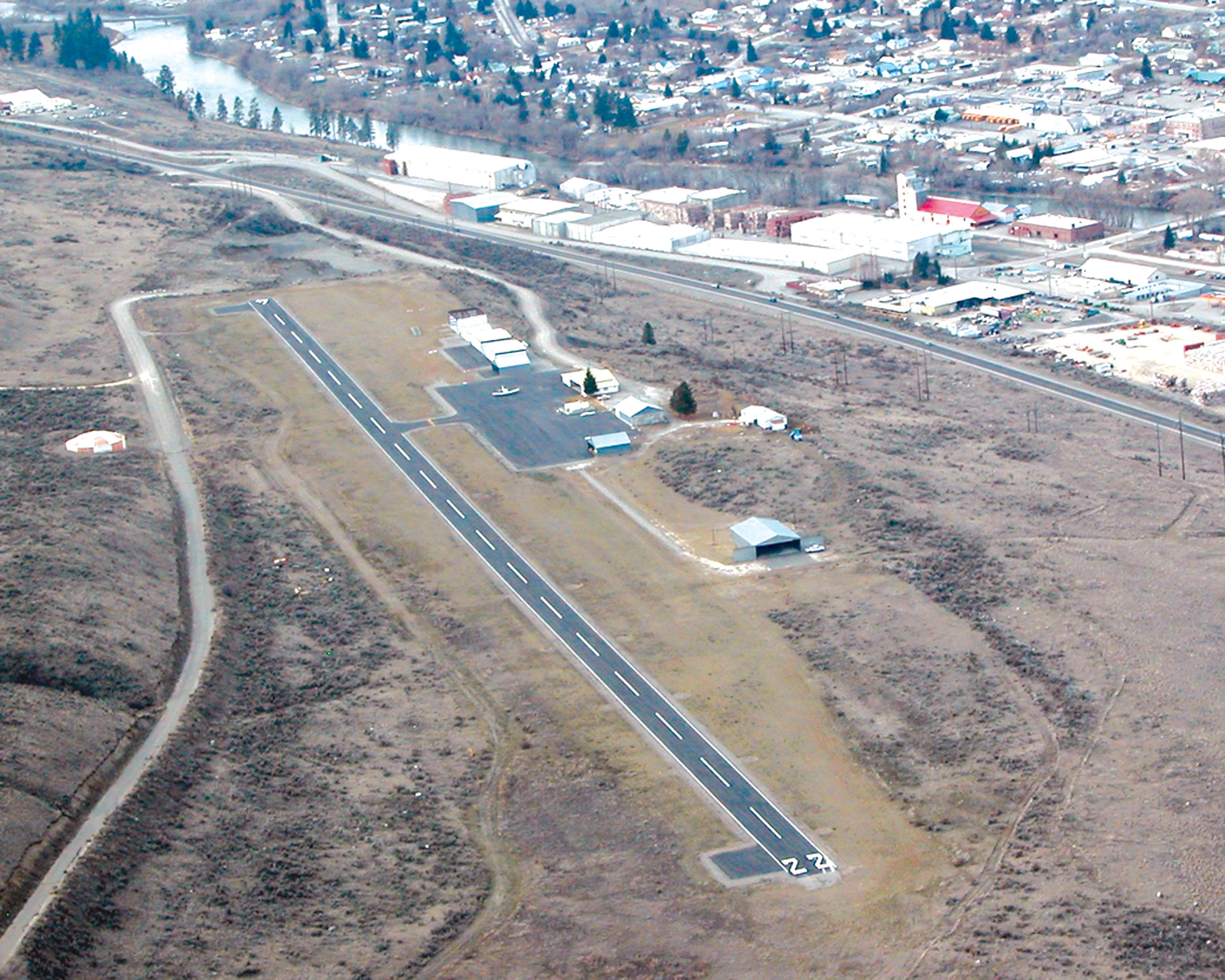 Volunteers save Okanogan Airport and Win State Aviation Award