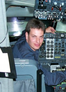Through WingX, Hilton Goldstein, shown in the left seat of a Boeing 737, has capitalized on the doctorate in computer sciences he earned in South Africa to give general aviators a handy flight planning tool.