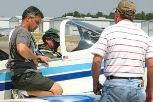 Bob Gloris (left) helps load TXAA member Mike Thompson's RV6.