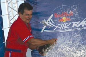 USA's Mike Mangold, winner of the recent San Francisco race and the Red Bull World Series 2005, celebrates with a champagne victory before cheering fans.