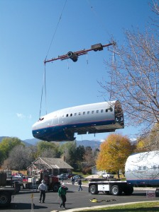 The 727 is lifted off the trailer.