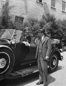 Roscoe Turner, in his 1929 Packard, pauses to visit with actor Edward G. Robinson.