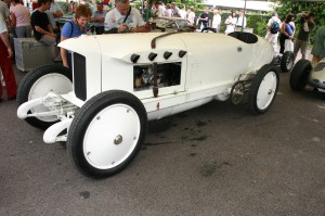 The chain-drive Benz 200 Blitzen Benz caused a sensation in 1909, with its 12.5-liter, 200-hp, four-cylinder engine. Barney Oldfield drove it in American exhibitions, and Bob Burman used it at Daytona Beach in 1911 to set a world speed record of 141.4 mph