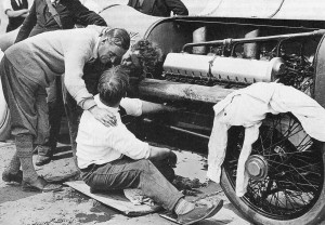 Capt. Malcolm Campbell (left) fraternizes with his mechanics, who are at work on the 350-hp Sunbeam at a 1925 Brooklands meet.