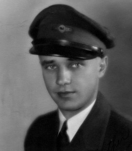 Although boyish-looking, Elrey Jeppesen was flying airliners in his mid-20s and earning accolades for his safe operation and piloting skills.