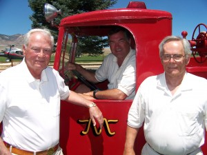 L to R: Barron Hilton, Ralph Kolstad and Hannes Linke use the Flying M Ranch fire truck for a water ballast supply to increase wing loading for high performance sailplanes.