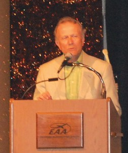 Tom Poberezny opens the annual Gathering of Eagles dinner.