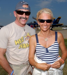 Aaron Tippin visits with aerobatic champion Patty Wagstaff during AirVenture 2006.