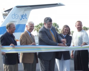 L to R: Lakeland Mayor Ralph Fletcher, Polk County Commission Chair Bob English, DayJet co-founders Ed Iacobucci and Nancy Iacobucci and DayJet customer Todd Eliasen of Eliasen Environmental Inc. participated in the ribbon-cutting ceremony.