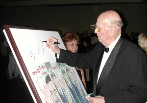 Dr. Forrest Bird, the 2007 Freedom of Flight Award recipient, signs the art board created by Andrea Parks for the event.