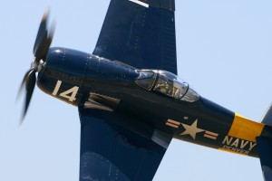 Steve Hinton performed thrilling aerobatics demonstration in Rod Lewis's 1945 Grumman F8F-2 Bearcat.
