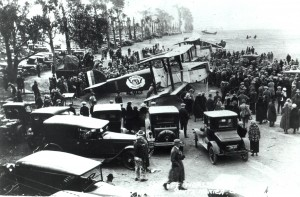 SMO hosted the start of the four Douglass Cruisers on their trip around the world. One of the World Cruisers is in the foreground. In those days, developers hadn't yet seen the value of the land.