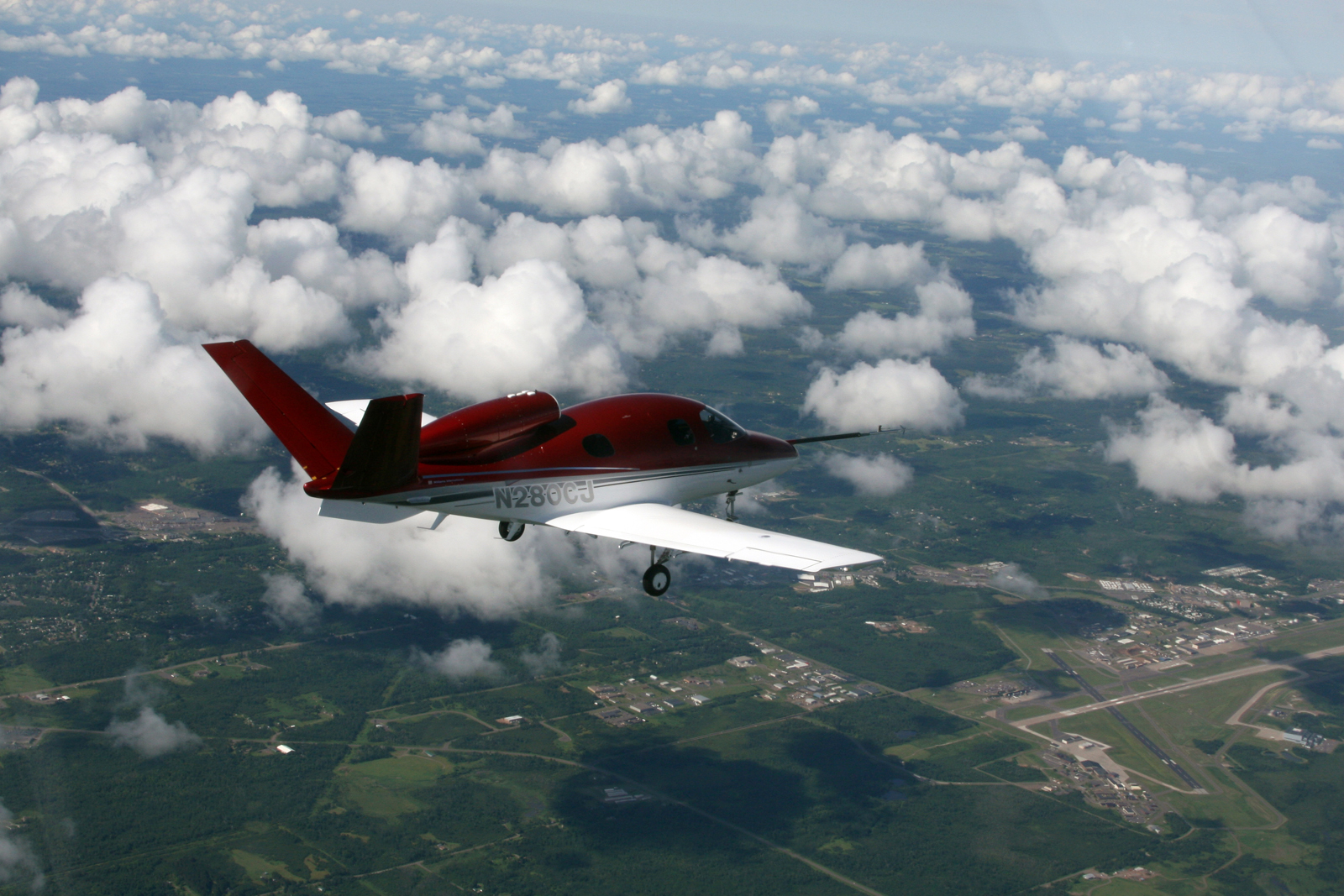 Cirrus Names its Jet 'Vision SJ50,' with SATSair as its First Air Taxi Customer