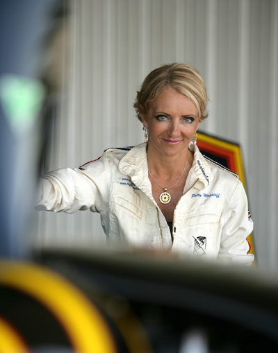 Cirrus Renews Sponsorship of Iconic Air Show Performer Patty Wagstaff